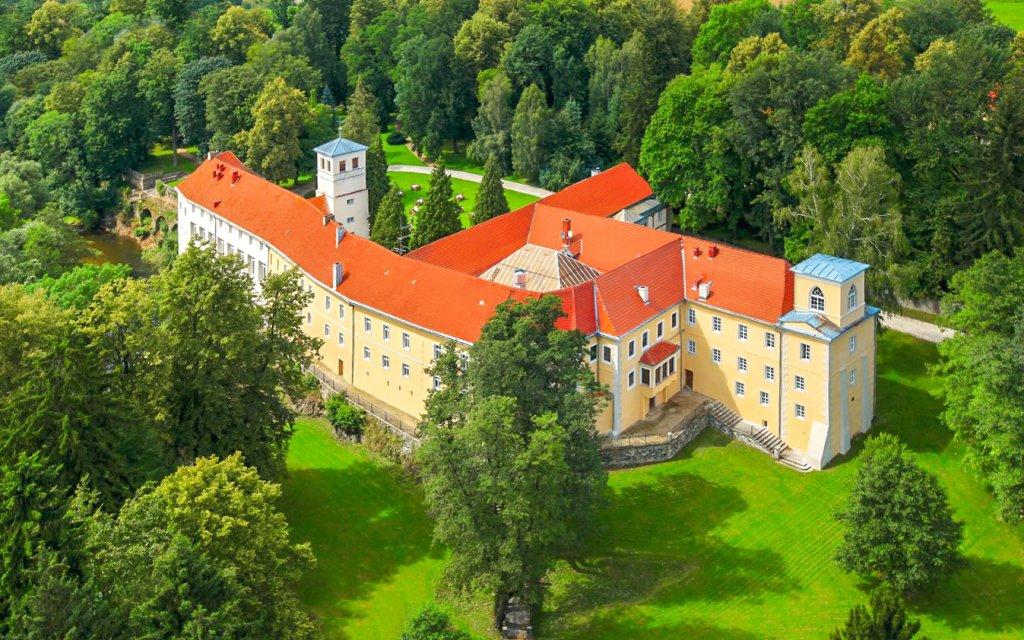 Ladek-Zdrój: romantický Zamek na Skale **** s neomezeným wellness a polopenzí
