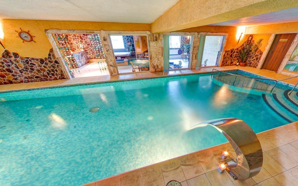 Banská Bystrica: Hotel Dixon **** s polopenzí, wellness a vstupem do Snowlandu