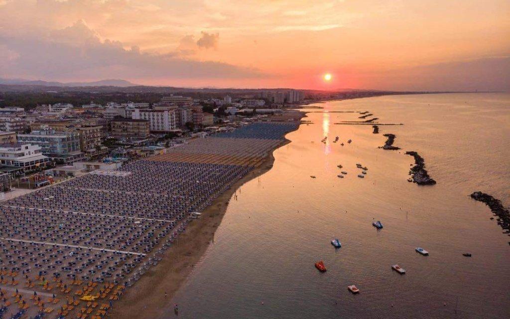 Itálie u Rimini na 6 či 8 dní v Hotelu Leonardo jen 180 m od pláže a se snídaní