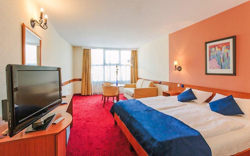 Maďarsko luxusně v Hotelu Mediterran **** se snídaní, saunou a vířivkou
