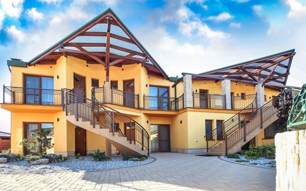Lázně Velký Meder luxusně v Penzionu Margaréta se snídaní a bazénem