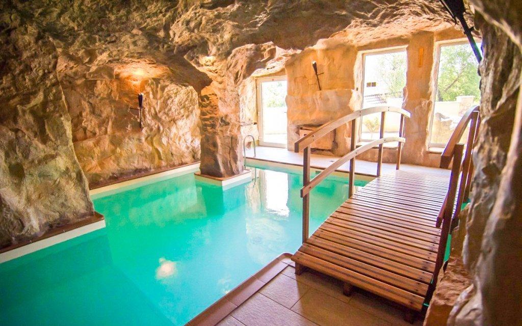 Kysucké Beskydy: Hotel Husárik **** s polopenzí a neomezeným jeskynním bazénem
