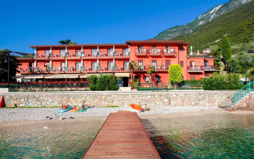 Lago di Garda v Hotelu Rosa *** s polopenzí a neomezeným vstupem do bazénu