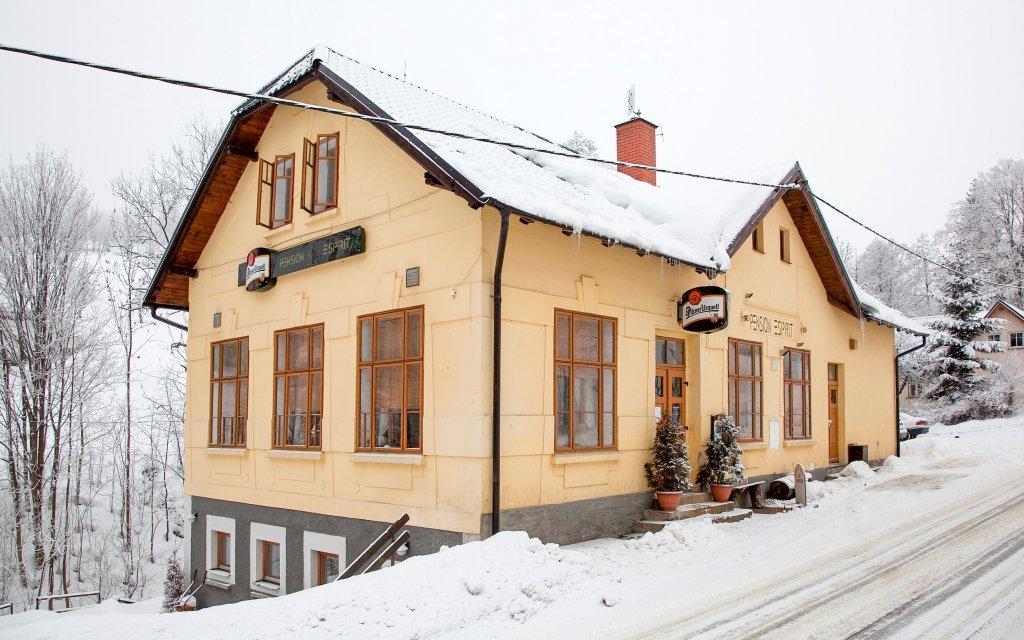 Krkonoše: Penzion Esprit jen 2 km od ski areálu + polopenze a privátní wellness