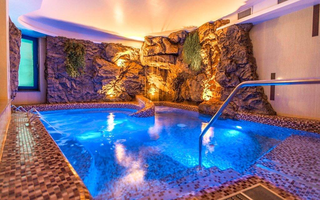 Luxus u Balatonu: Prémium Hotel Panoráma **** s polopenzí a neomezeným wellness