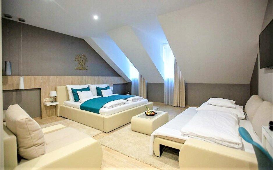 Budapešť v moderním Hotelu Tiliana **** se vstupem do lázní, snídaní a vínem